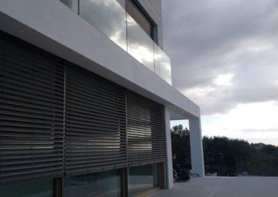 Soluciones de protección solar para vivienda unifamiliar en Puntiró