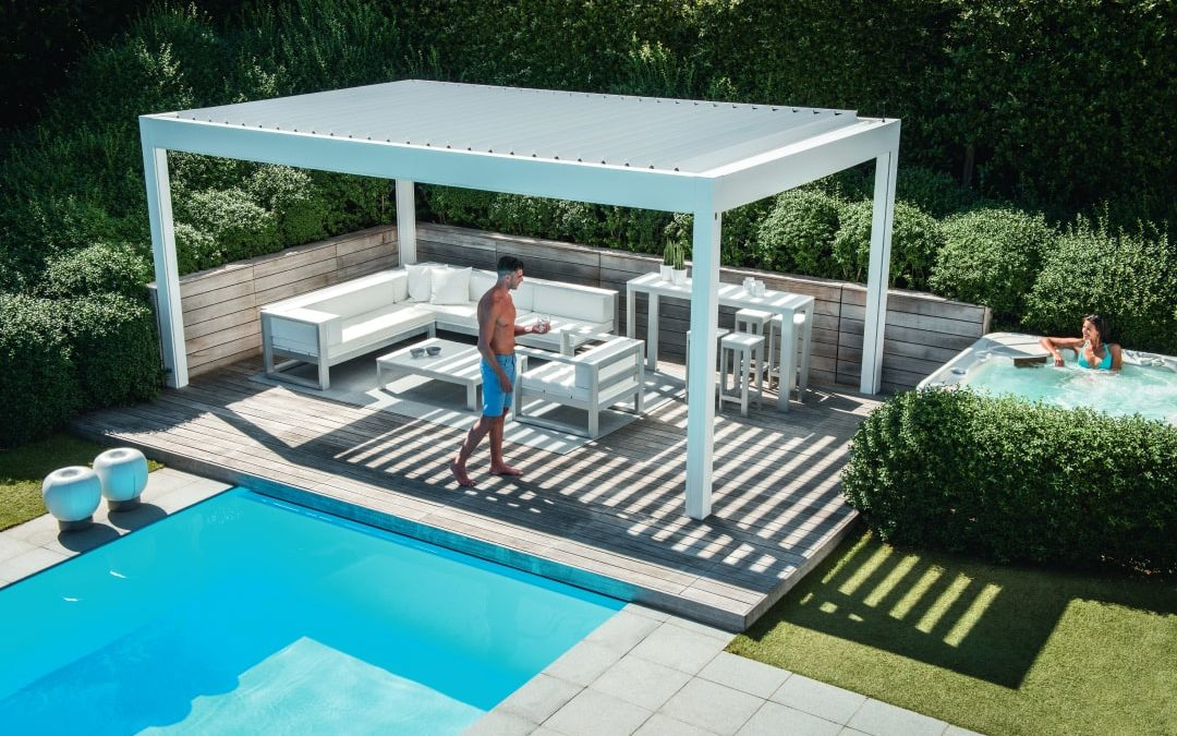 Bioclimatic pergola with adjustable slats