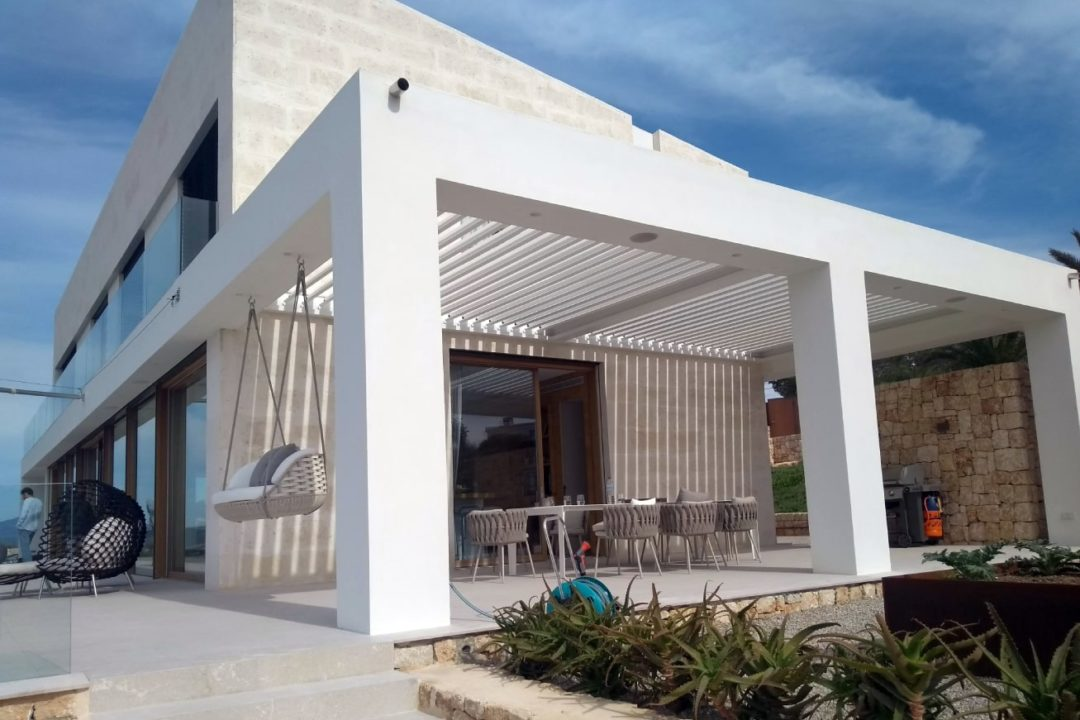Sun protection solutions for a single-family home in Puntiró
