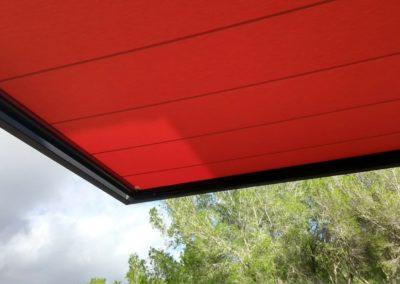 Toldo veranda integrado en voladizo en Son Vida