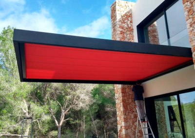 Conservatory awning integrated in a cantilevered structure at Son Vida