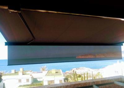 Toldo Markilux 6000 de grandes dimensiones con super-sombra en Cap Adriano