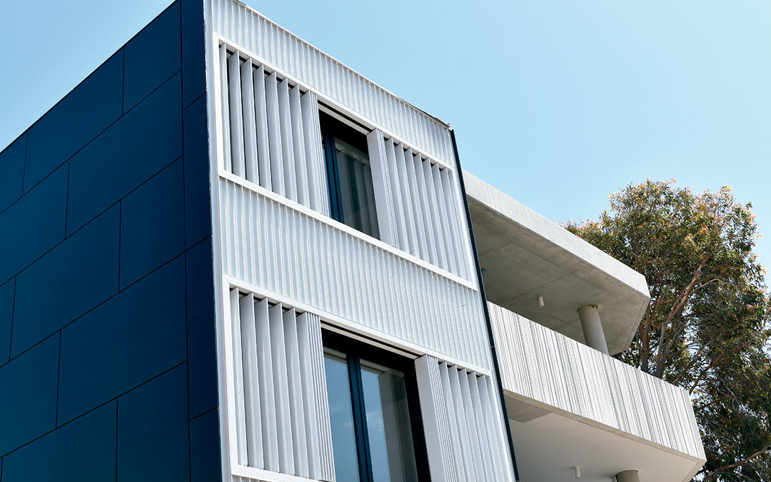 Motorized lattice with vertical slats – Brise Soleil